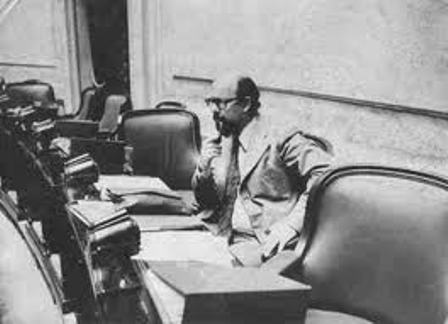 Ortega Peña en su banca de diputado