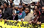 Cindy Sheehan, cuyo hijo murió en Irak, la actriz Susan Sarandon y el dirigente de los derechos civiles Jesse Jackson y Rev. Al Sharpton