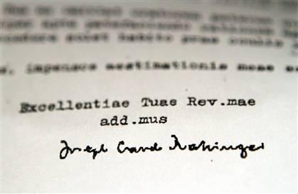 Carta firmada por el entonces Cardenal Joseph Ratzinger, el futuro Papa, bloqueando la remoción de un sacerdote pedófilo. http://www.msnbc.msn.com/id/36325154/ns/us_news-faith/print/1/displaymode/1098/
